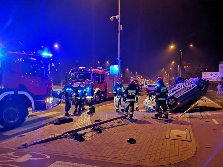 W środę, o godz. 19.45, podlascy strażacy otrzymali sygnał o wypadku drogowym, do którego doszło na skrzyżowaniu ulic Konstytucji 3 Maja w Białymsto