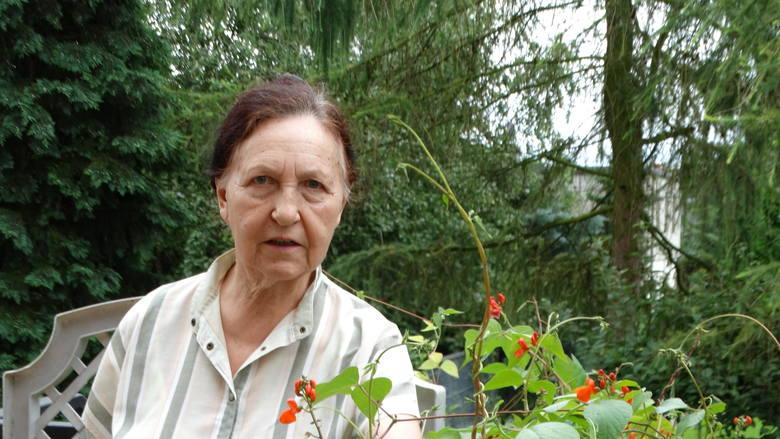 Bożenka Ostrowska, z mamą już na Ziemiach Odzyskanych w Dzierżoniowie.