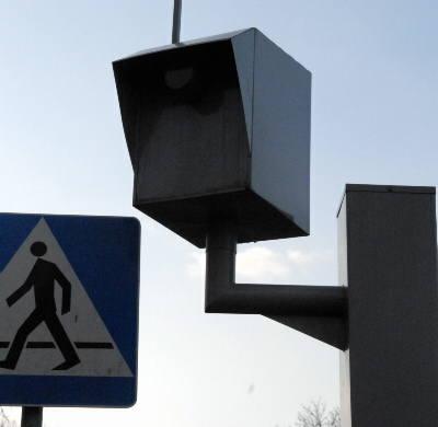 Pieniędzmi z fotoradarów gminy dzielą się z prywatnymi firmami. Nielegalnie!