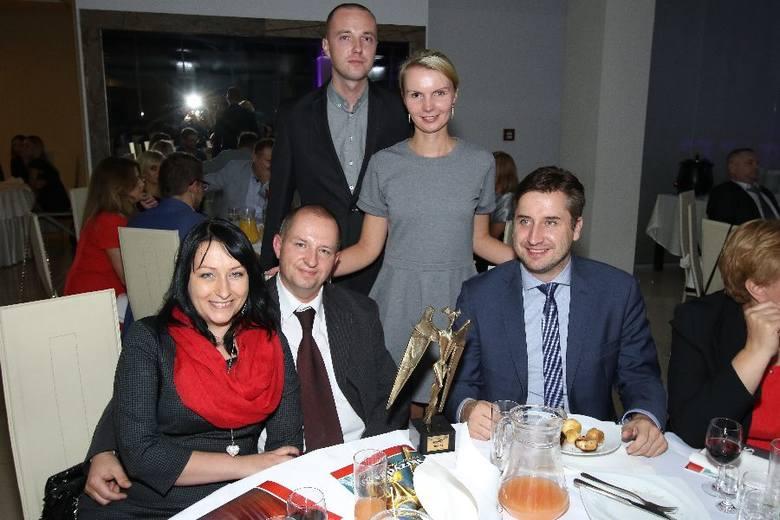 Znamienici goście na 20. jubileuszowej gali Skrzydła 2015. Zobacz kulisy niezwykłego wieczoruEkobox z prezesem Kamilem Suchańskim na gali bawił się