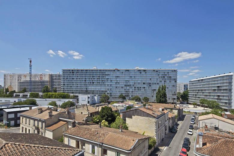 Bloki z wielkiej płyty w Bordeaux po renowacji, proj. Lacaton & Vassal architectes, Frédéric Druot Architecture, Christophe Hutin Architectu