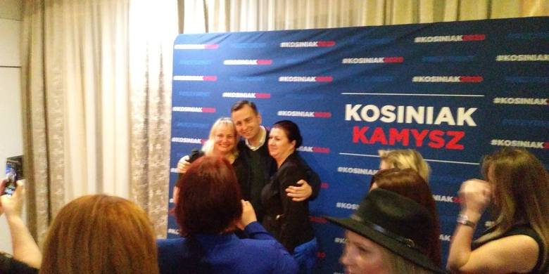 Kandydat ludowców na prezydenta spotkał się w niedzielę po południu z kobietami. Były rozmowy i wspólne selfie