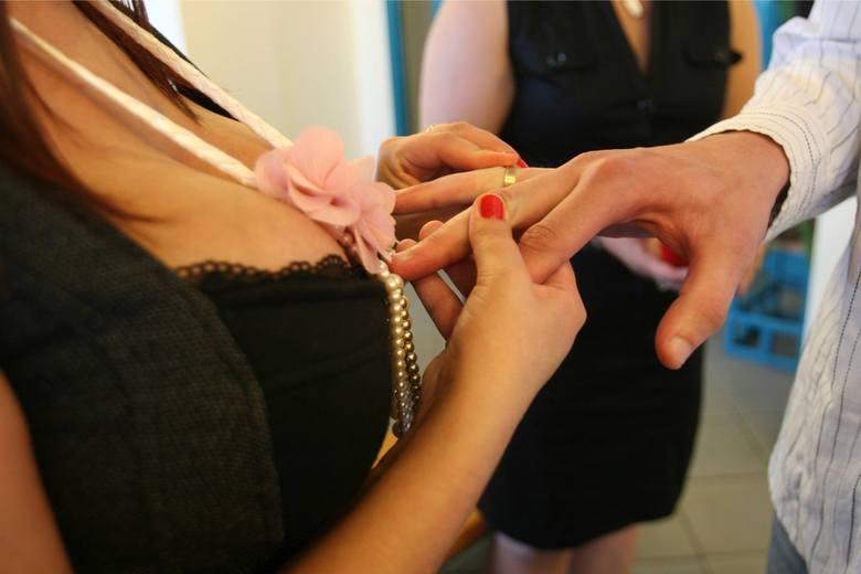 Od 2015 roku młode pary mają dodatkową możliwość na zawarcie związku małżeńskiego poza Urzędem Stanu Cywilnego.Przed podjęciem decyzji o zawarciu związku