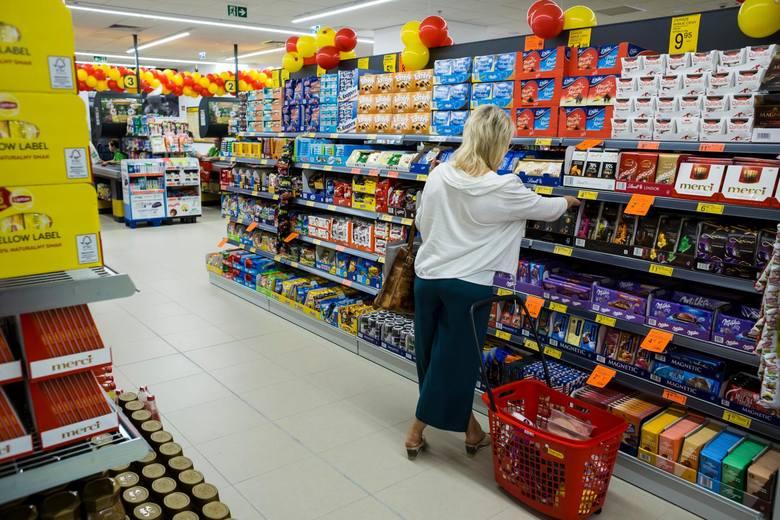 Znacznie większą liczbę sklepów dotknęły problemy, które spowodowały skrócenie godzin pracy.