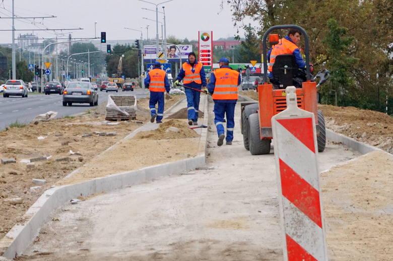 Na Czubach ciągle remont i utrudnienia dla pieszych. Kiedy skończą?