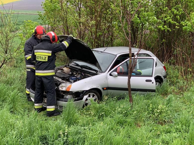 Do wypadku doszło w niedzielę około godz. 13 na drodze krajowej nr 77 w Duńkowiczkach pod Przemyślem. Kierująca fordem fiesta, 56-letnia mieszkanka pow.