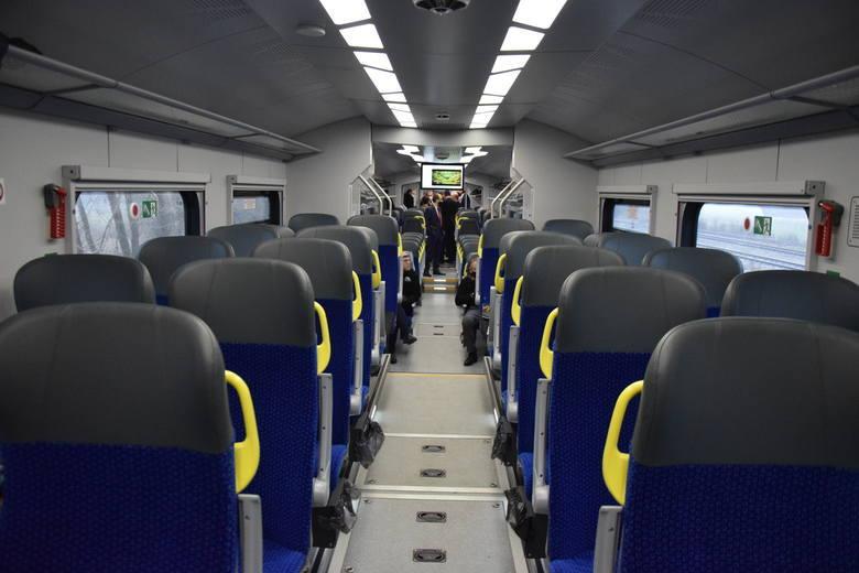 Tego nigdy nie rób w pociągu! Sprawdź najważniejsze zasady, aby uniknąć nieprzyjemności