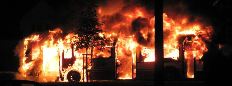 Autobus MZK doszczętnie spłonął na pętli przy Witosa w Opolu. Zdjęcie przysłał do nas internauta na nto24