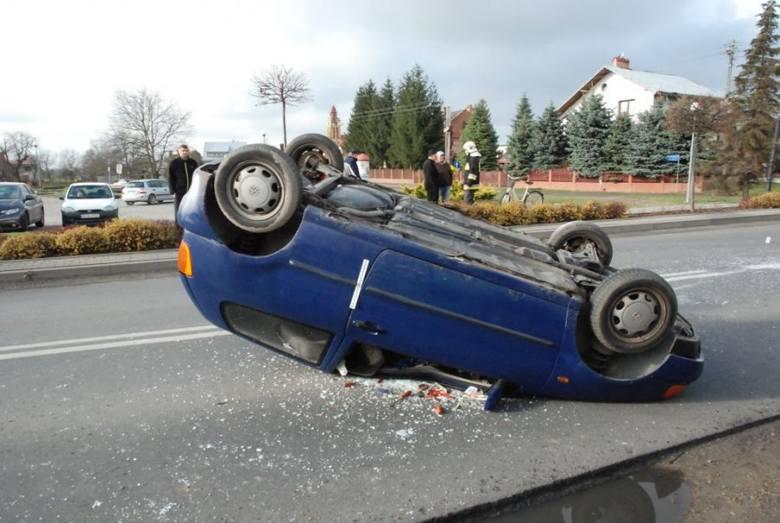 W czwartek na drodze wojewódzkiej nr 870 w Szówsku w powiecie jarosławskim, doszło do zdarzenia drogowego.Kierujący volkswagenem polo, 77-letni mieszkaniec