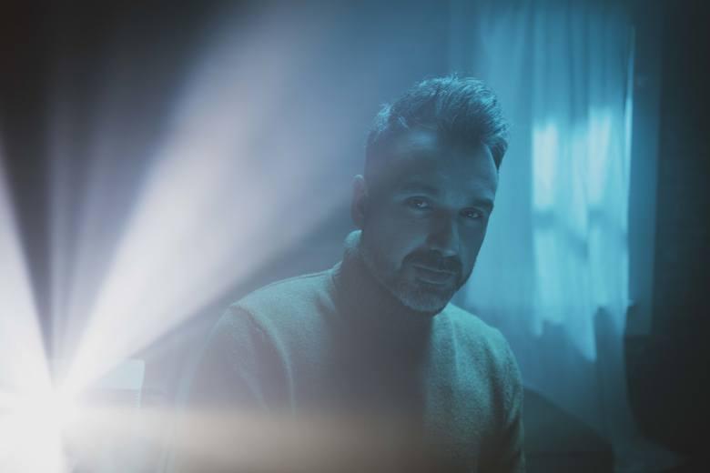 """Mateusz Ziółko: Singiel """"Obiecaj mi"""" to zapowiedź kolejnego albumu nad którym pracuje artysta [WYWIAD WIDEO]. Nowa płyta Mateusza w 2020 r."""