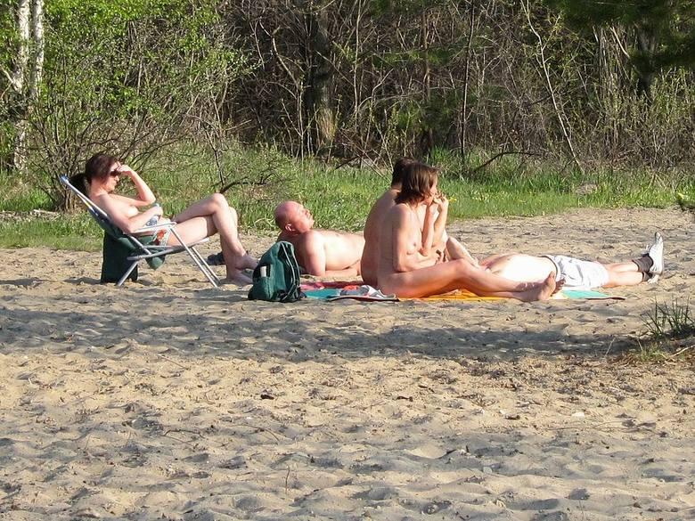 Opalanie nago w Polsce nie jest tak modne jak w wielu innych europejskich krajach. Ale także w okolicach Wrocławia można znaleźć plaże naturystów - miejsca,