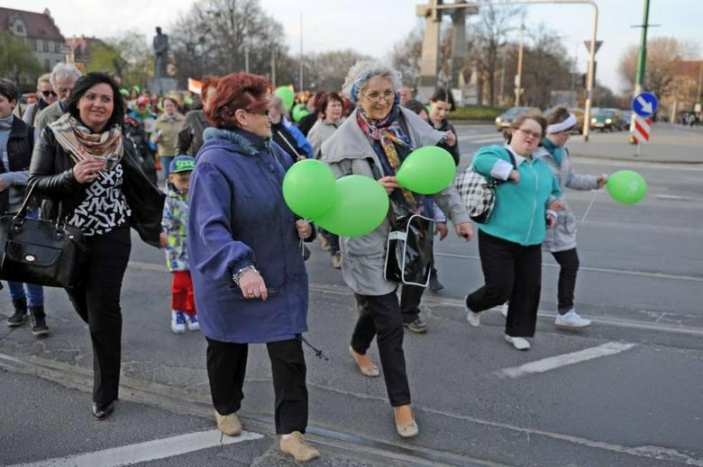 Członkowie Stowarzyszenia na Tak zorganizowali w marcu marsz. Być może część z nich znajdzie pracę
