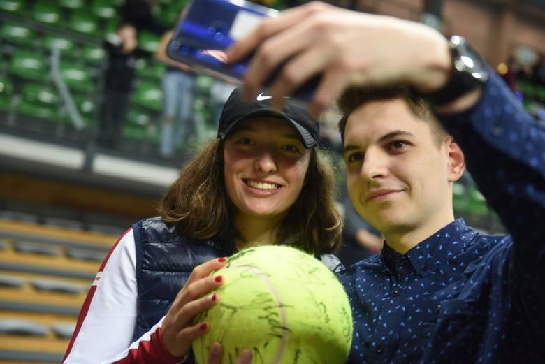 Iga Świątek (tu przed meczem FedCup w Zielonej Górze) zagra w pierwszej rundzie Roland Garros z Francuzką Seleną Janicijevic. Rok temu warszawianka wygrała