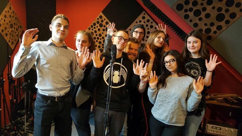 Wizyta młodzieży z II LO w studio nagraniowym.