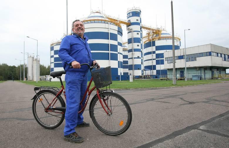 Zbigniew Nowak w pracy pokonuje na rowerze około 10 kilometrów dziennie.