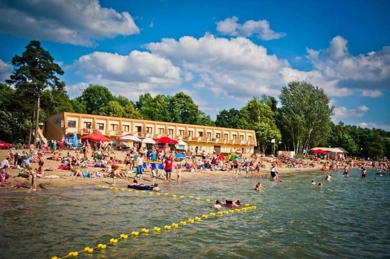 Jezioro Skorzęcin Znajduje się w powiecie gnieźnieńskim, leży na terenie Pojezierza Gnieźnieńskiego. Linia brzegowa jest dobrze rozwinięta, ma liczne