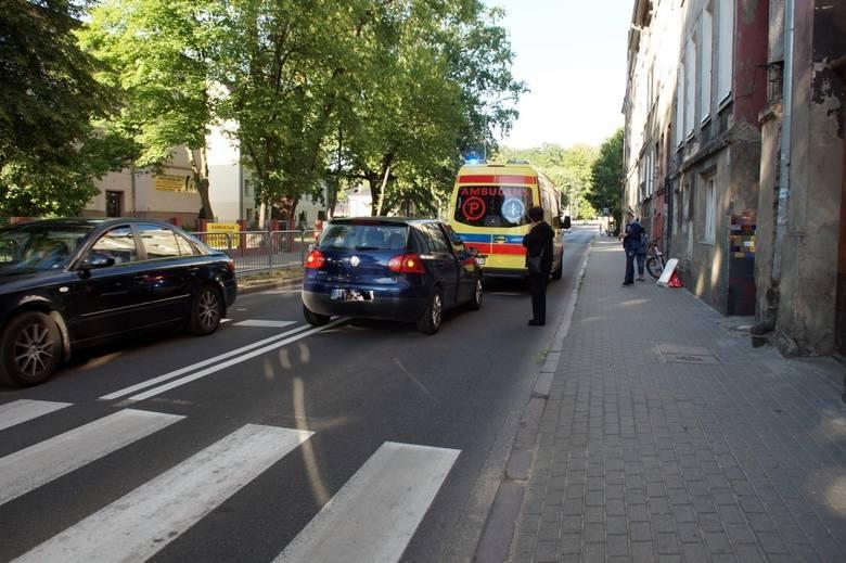 We wtorek (26.06) przy ulicy Kilińskiego w Słupsku doszło do potrącenia kobiety na przejściu dla pieszych. Kobieta przechodziła na zielonym świetle,