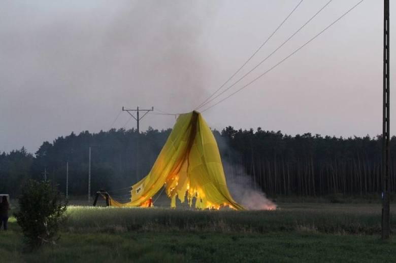 W sobotę, 18 maja, tuż po godzinie 20.00 tuż przy drodze z Kębłowa do Świętna doszło do niecodziennego zdarzenia w którym brał udział balon z koszem