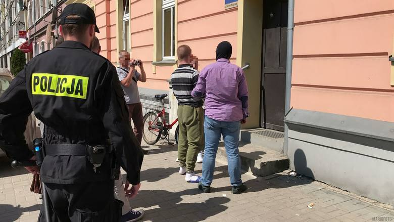 Do zabójstwa w budynku przy Armii Krajowej doszło 18 kwietnia 2018 roku. Ofiarą jest 23-letni Amadeusz K., były piłkarz ręczny Gwardii Opole, który w