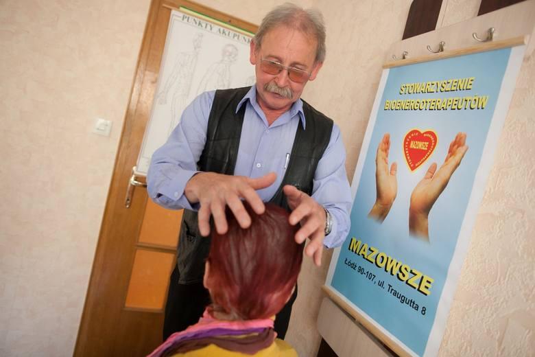 Bioenergoterapeuta Jerzy Niewiadomski uzdrawia za pomocą dotyku, a nawet przez telefon