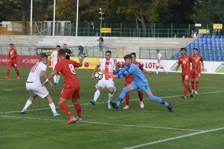 Reprezentacja Polski do lat 17 zwyciężyła 3:2 w rozegranym w Toruniu meczu eliminacji mistrzostw Europy z Macedonią Północną.Biało-Czerwoni już w 19.