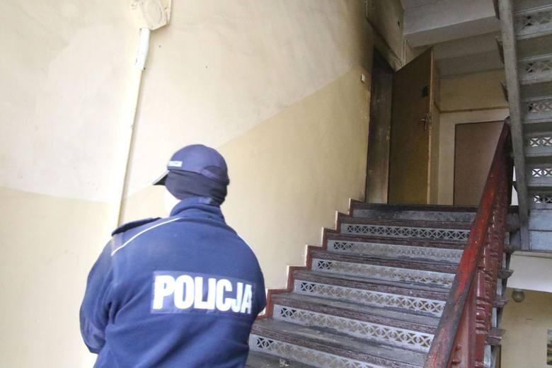 Dopiero policja przekonała lokatorki, aby wpuściły do mieszkania pracowników administracji