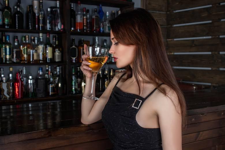 SW Research opublikowało raport, w którym zapytano Polaków o ulubiony alkohol oraz moment ich spożywania. - Z jednej strony Polacy zdecydowanie chętniej