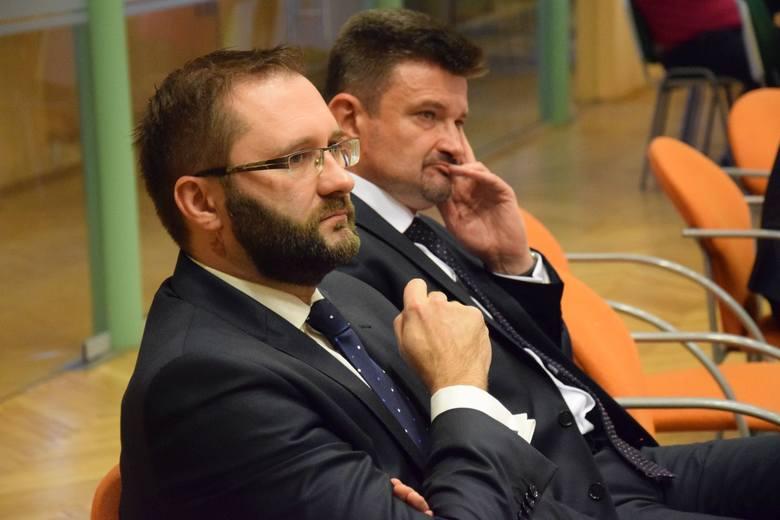 W nowej radzie powiatu kluczborskiego Ziemia Kluczborska ma 7 radnych, PSL - 5, PiS - 4, Koalicja Obywatelska PO - Nowoczesna - 3.Ziemia Kluczborska
