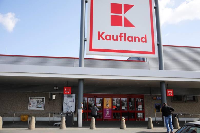 Pracownicy Kauflandu od dawna są w sporze z kierownictwem. Napiętą sytuację miały złagodzić podwyżki, które będą wypłacane od marca. Sieć zaoferowała