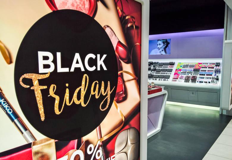 Black Friday 2018. Kiedy jest Czarny Piątek w Polsce? Gdzie są zniżki, w jakich sklepach Black Friday? [PROMOCJE, CENY]