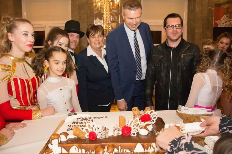 """Kieleckie Studio Tańca i Stylu """"Rewanż"""" świętowało mistrzostwo świata z prezydentem Bogdanem Wentą"""