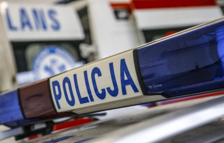 Groźny wypadek w Nowosielcu. Zderzyły się dwa samochody osobowe. Trzy osoby są poszkodowane