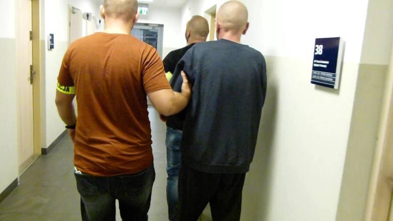 We wtorek (10 września) wieczorem dyżurny toruńskiej komendy otrzymał zgłoszenie o zwłokach mężczyzny, odnalezionych w jednej z altanek przy ul. Kraińskiej.