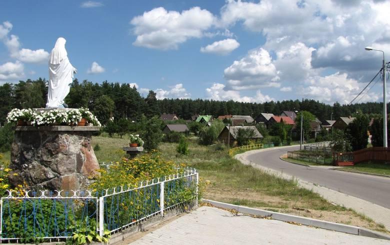 15. Oczywiście w trzech miastach na prawach powiatu: Białymstoku, Suwałkach i Łomży, ludność mieszkająca w miastach wynosi 100 proc. Potem jednak robi