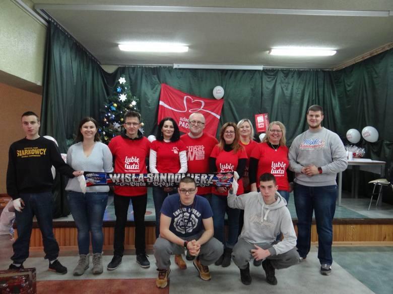 """W ubiegłym roku w Sandomierzu i okolicy ze wsparcia w ramach """"Szlachetnej Paczki"""" dzięki grupie kilkunastu wolontariuszy skorzystało"""