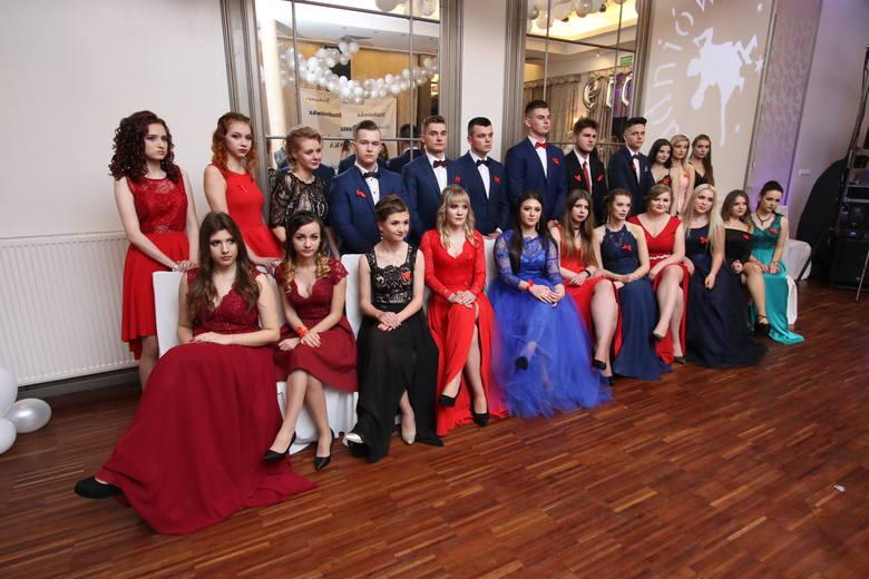 Studniówka X Liceum Ogólnokształcącego imienia Józefa Wybickiego w Kielcach odbyła się w piątek, 11 stycznia w Hotelu Castor w Kielcach. Maturzyści wraz