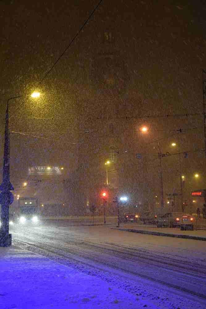 W środowe popołudnie, 17 lutego zima znów dała się we znaki gorzowianom. Choć mrozu nie ma to są obfite opady śniegu.Na szczęście do tej pory nie odnotowano