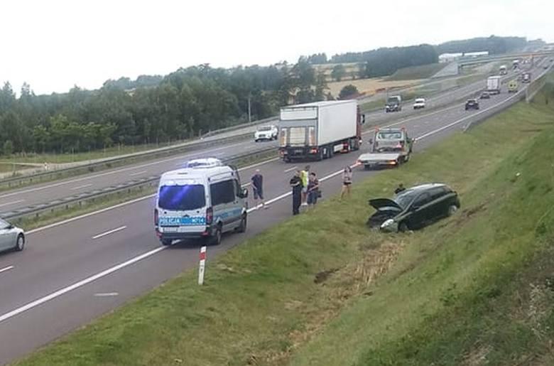 W piątek, o godz. 14.10, podlascy strażacy otrzymali informację o wypadku na drodze ekspresowej nr 8.Zdjęcie pochodzi z fanpejdża Kolizyjne Podlasie