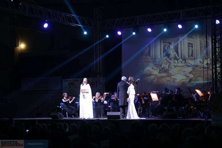 """8. edycja Festiwalu Włoskiej Muzyki Operowej już za nami. Zorganizowano dwa koncerty. Jeden w Pałacu Bursztynowym dla młodych talentów """"W drodze"""