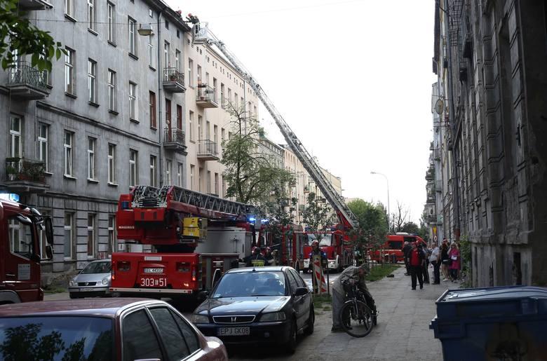 Pożar kamienicy przy ul. 1 Maja. Dach w ogniu