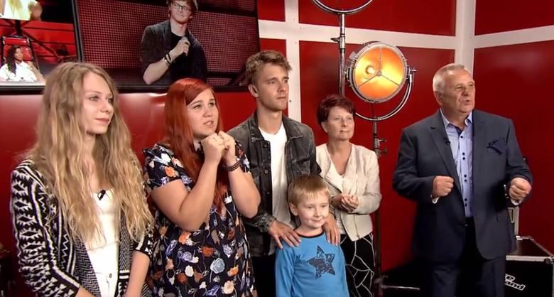 Mateusz rozpoczął naukę w studium aktorskim i  przygodę z The Voice of Poland