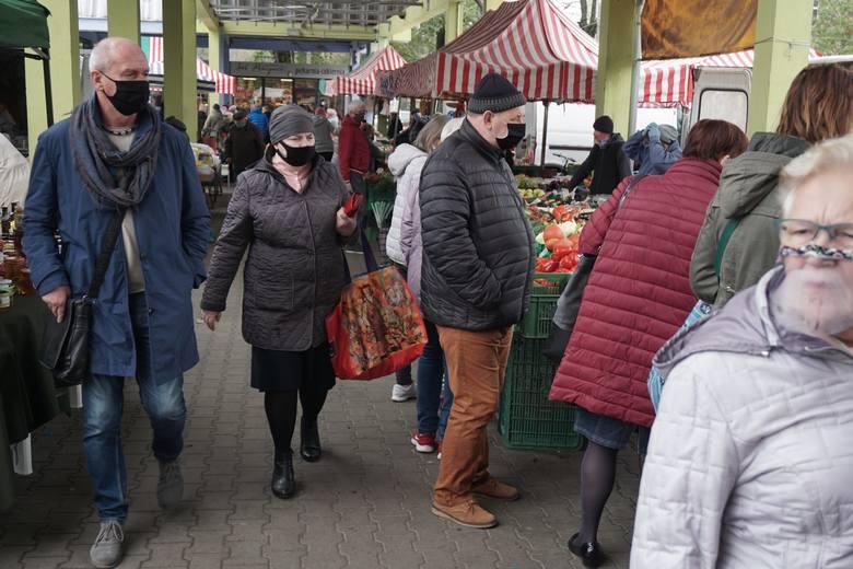 Od soboty 17 października Łódź w związku ze zwiększoną liczbą zakażeń mieszkańców koronawirusem znajdzie się w czerwonej strefie, co oznacza bardziej