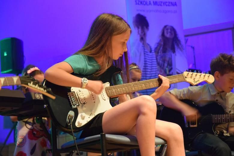 Gorąca atmosfera i niekończące się oklaski podczas koncertów młodych muzyków w Filharmonii Zielonogórskiej.W sobotę i niedzielę uczniowie szkoły muzycznej