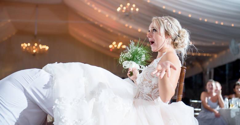 12 najgorszych zabaw weselnych. W co nie bawić się podczas oczepin?