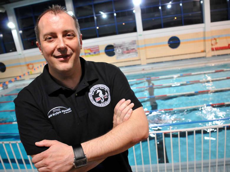 Weź udział w nocnym maratonie pływackim w Krośnie