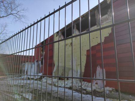 Spalone hale miejskiego archiwum w Krakowie. Skala zniszczeń jest duża