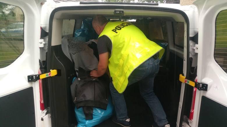 Policjanci z łęknickiego posterunku zabezpieczyli odzież na, której bezprawnie umieszczone było logo znanych firm. Towar do sprzedaży na bazarze w Łęknicy