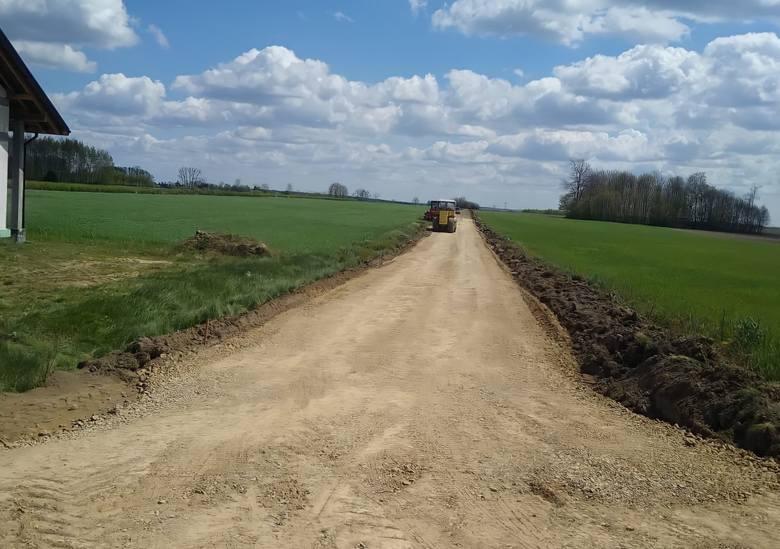 Ruszyła największa tegoroczna inwestycja drogowa w gminie Przyłęk. Za prawie 750 tysięcy złotych powstanie prawie kilometr nowej jezdni