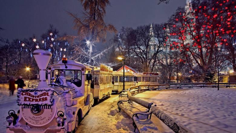 Odwiedzający Wiedeń będą mieć okazję uczestniczyć nie w jednym, a w kilku jarmarkach świątecznych. Możemy odwiedzić ich aż 12! Najsłynniejszy z nich