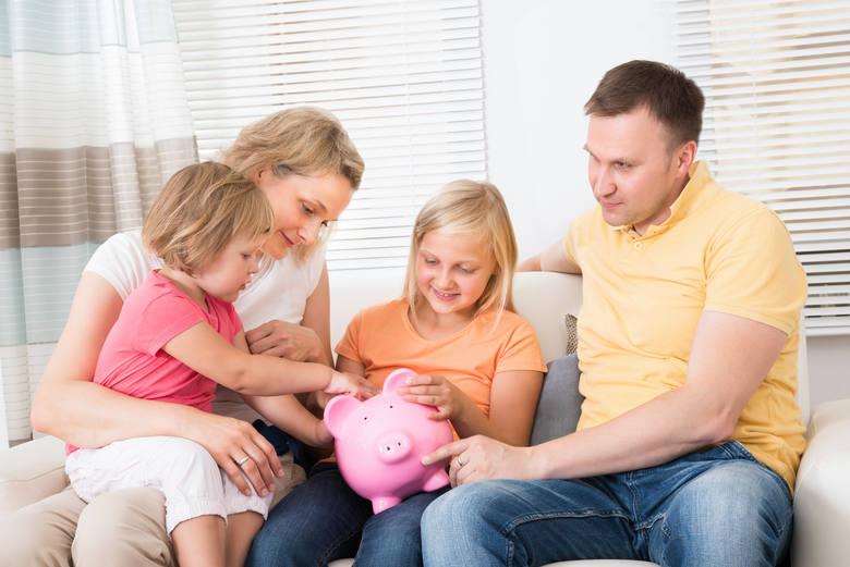 Ci, którzy odkładają z myślą o przyszłości dzieci zazwyczaj rozpoczynają to robić już od momentu ich urodzenia.